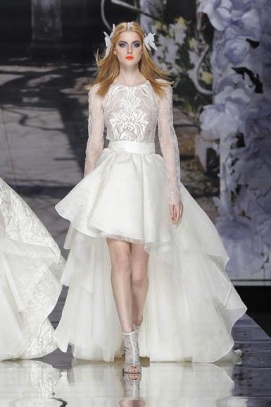 YolanCris fashion show at Barcelona Bridal Week. Elegant wedding dresses collection